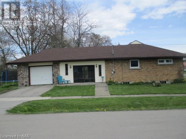 101 Bertie Street, Fort Erie, Ontario  L2A 1Y2 - Photo 3 - 40107385